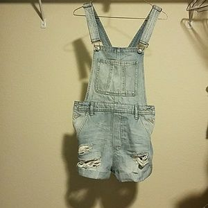 H&M Jeans - Denim overall shorts with distressed wholes
